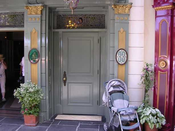 You can only enter Club 33 with an exclusive invitation